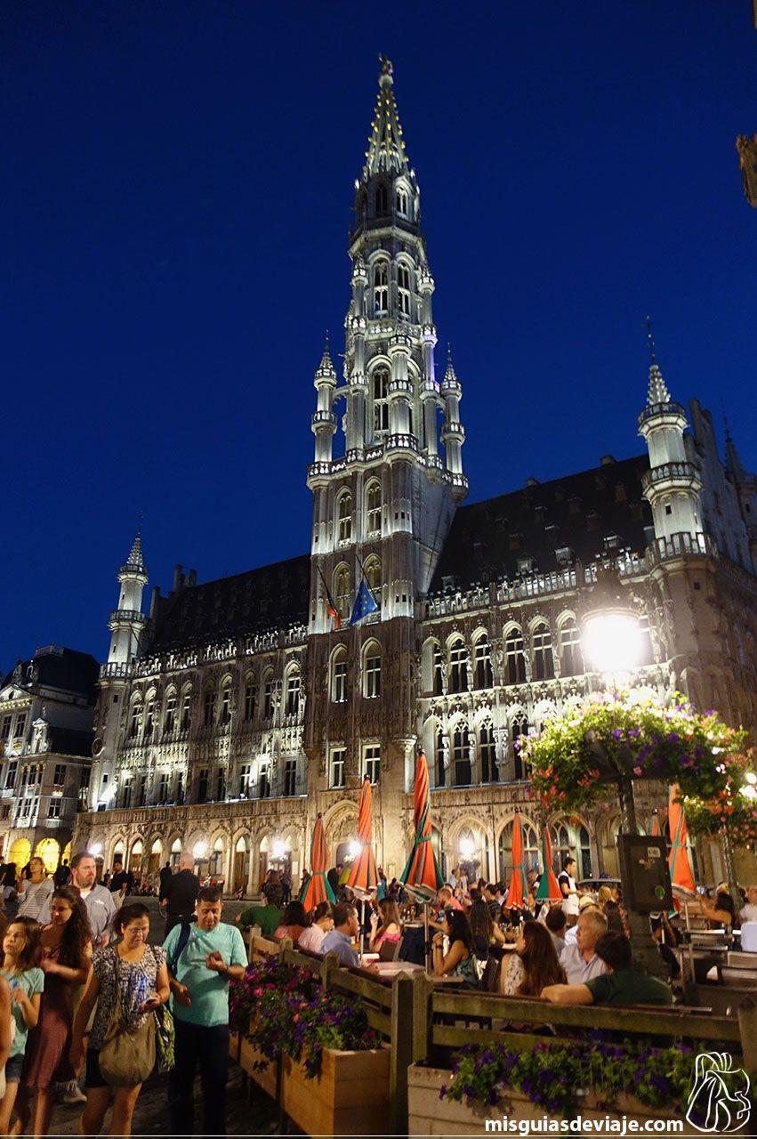 Ayuntamiento de Bruselas en la Grand place de noche