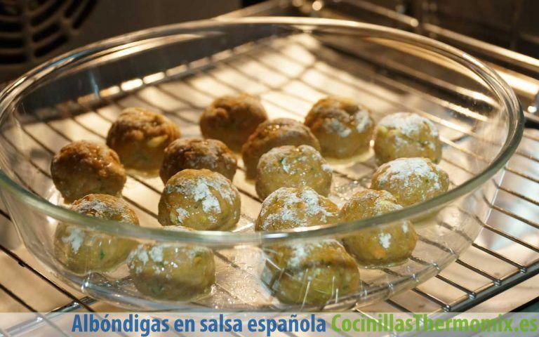 Hornear albóndigas en salsa española con Thermomix