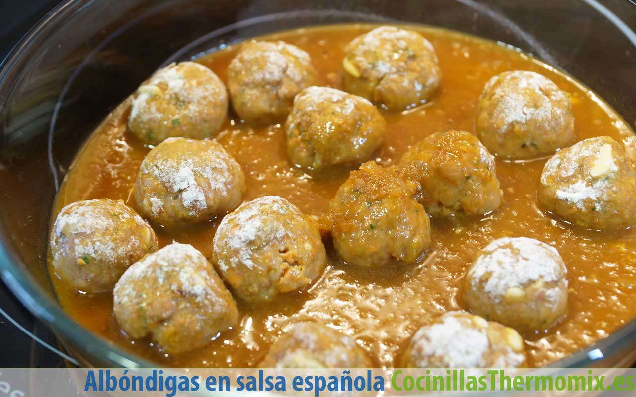 Preparar albóndigas en salsa española con Thermomix