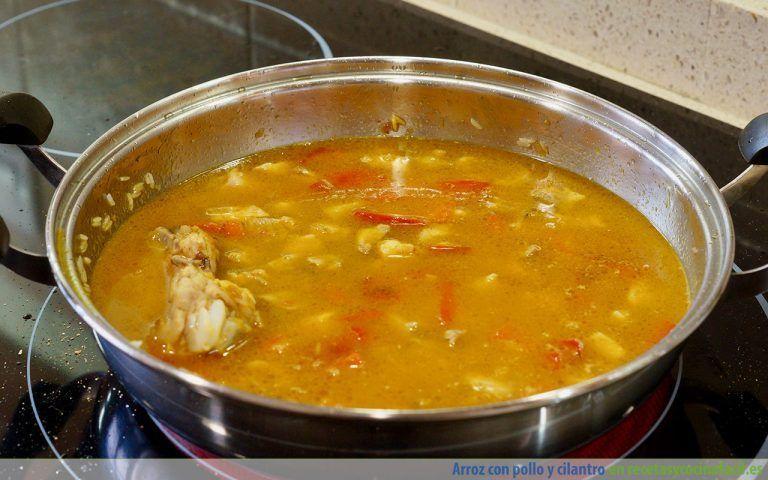 Cómo preparar arroz con pollo y cilantro