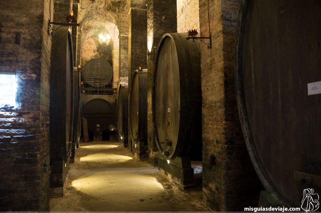 Interior de la bodega De Ricci en Montepulciano