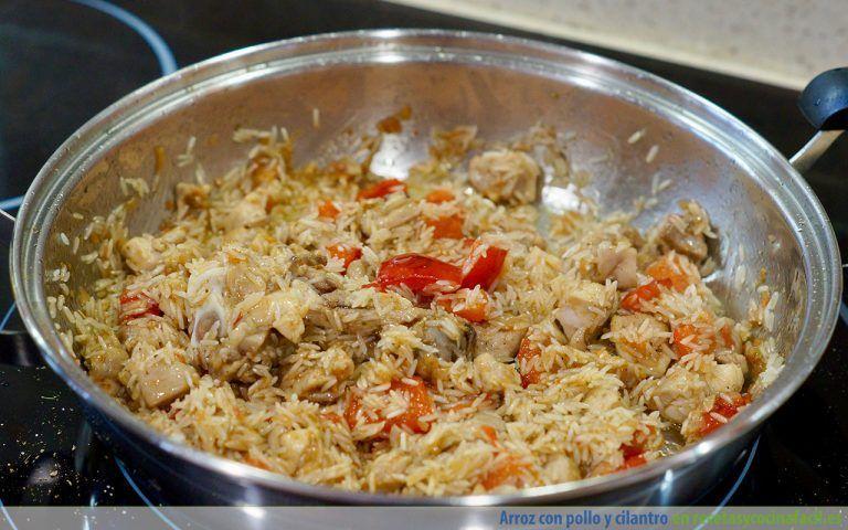 Preparar arroz con pollo y cilantro