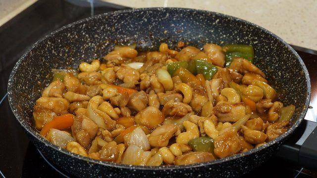 Pollo con anacardos estilo tailandes
