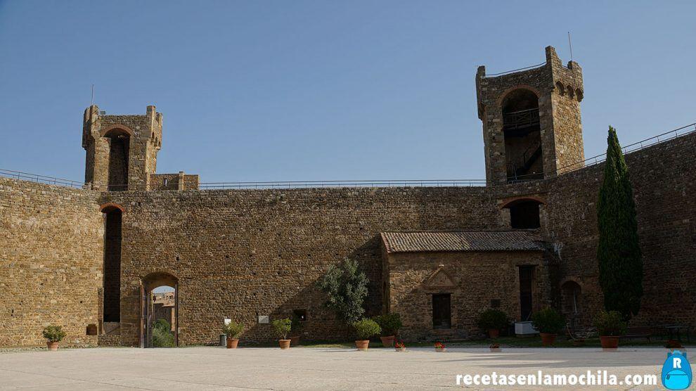 Patio de la fortezza de Montalcino