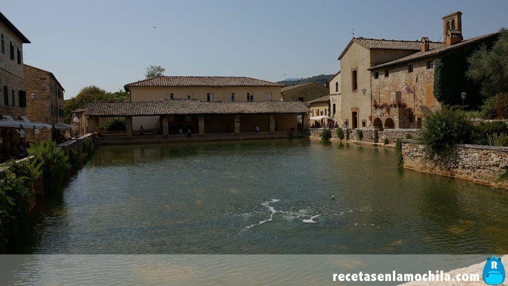 Surtidor de aguas termales en Bagno Vignone