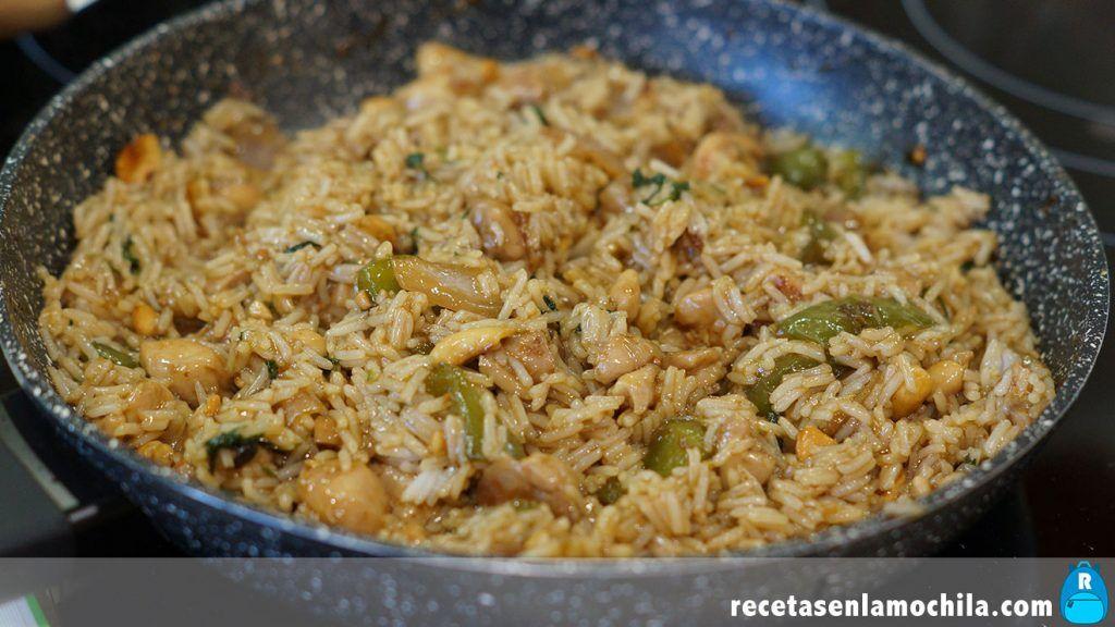 Arroz con pollo y anacardos