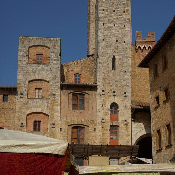 Mercado y Torres de San-Gimignano