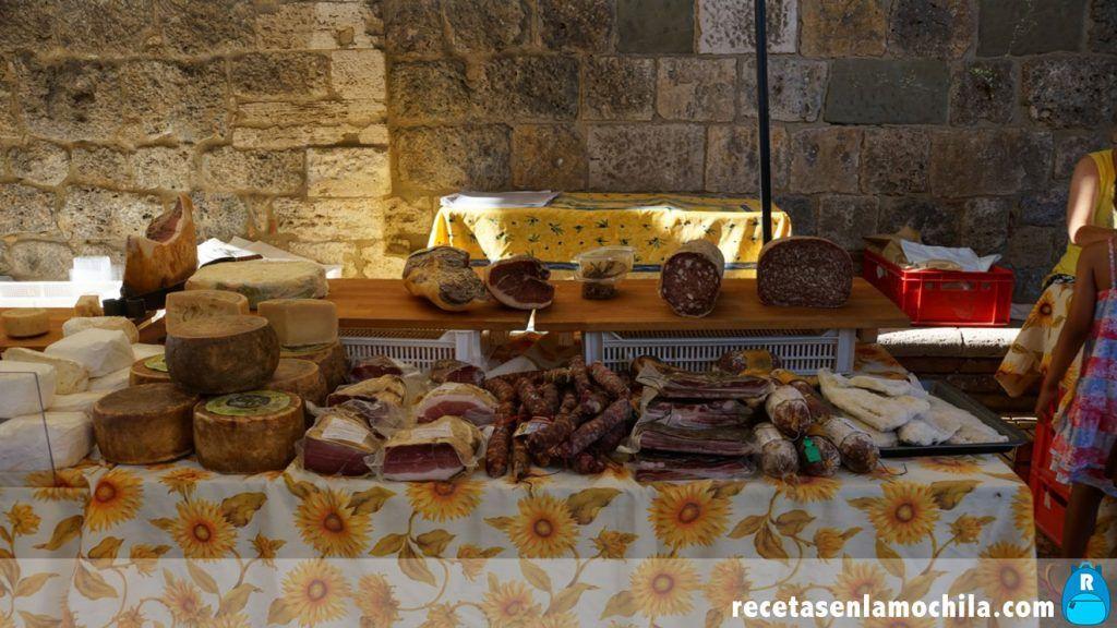 Productos locales en el mercado de San Gimignano