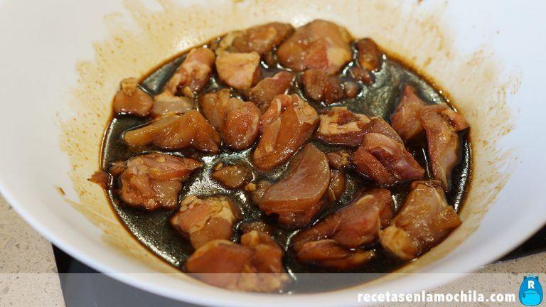 Macerado de pollo con almendras estilo chino