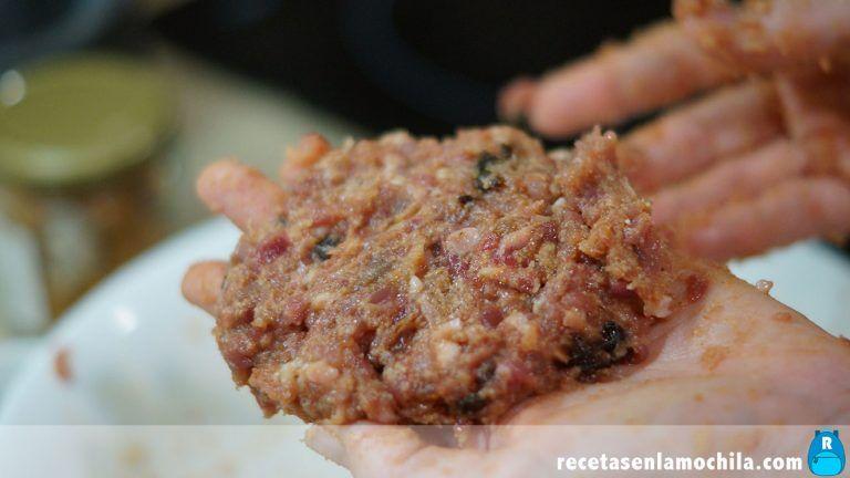 Cómo preparar hamburguesas con ciruelas y ras el hanout