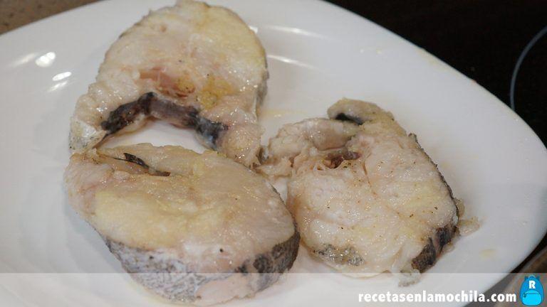 Cómo preparar merluza con almejas en salsa verde