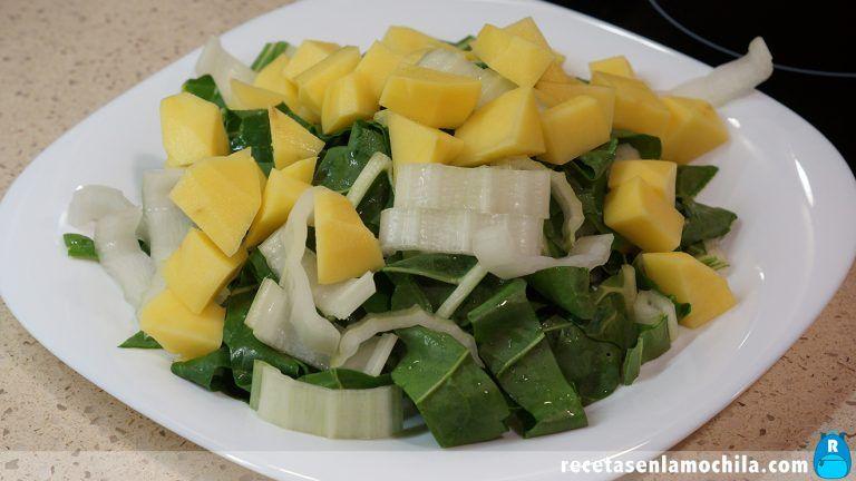 Cómo preparar acelgas con patatas y jamón