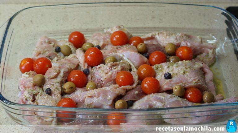 Cómo preparar conejo al horno estilo mediterráneo
