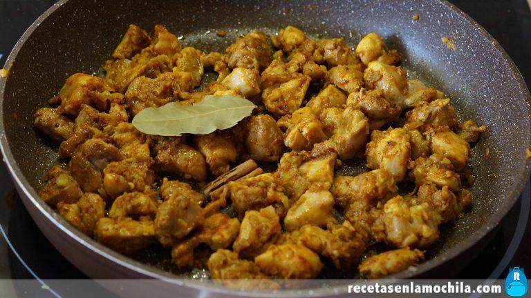 Cómo preparar pollo en salsa de mango y curry