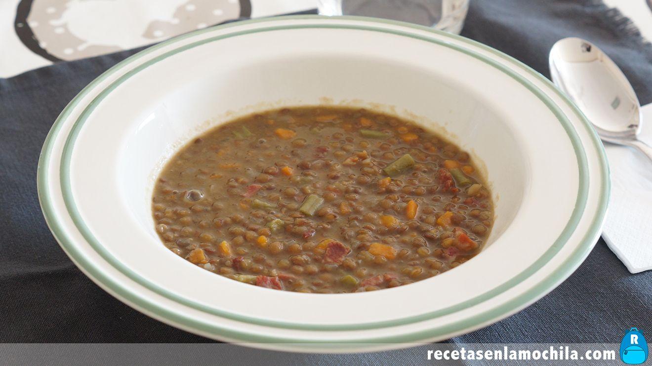 Lentejas con verduras y jamón