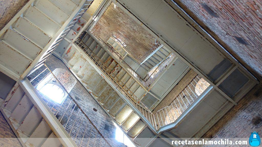 Escaleras de la Torre Guinigi en Lucca