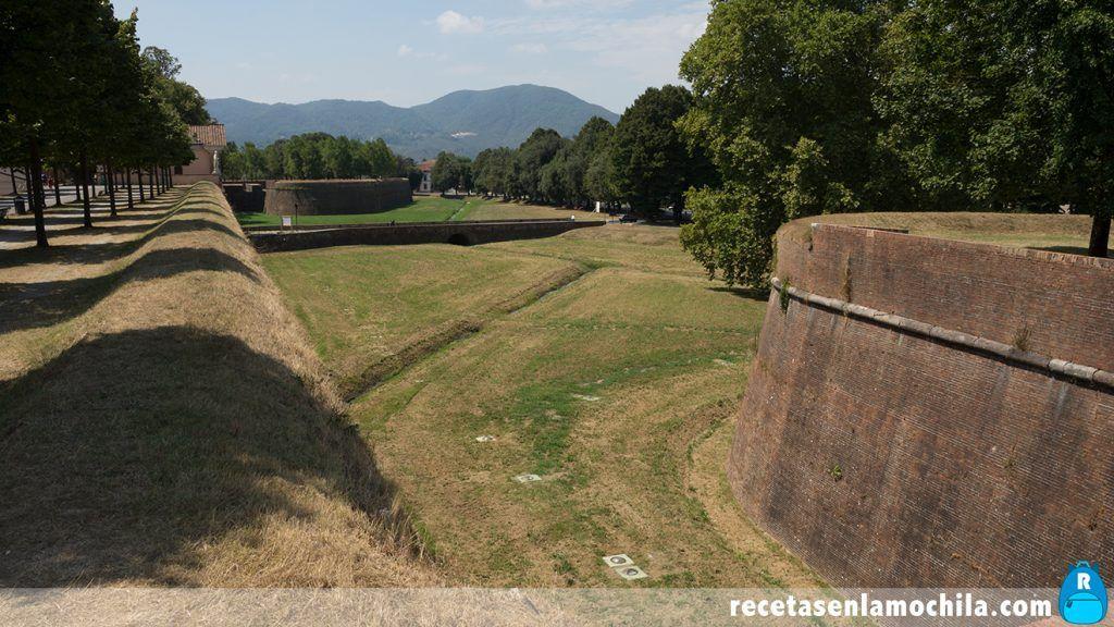 Zona amurallada de Lucca convertida en jardines