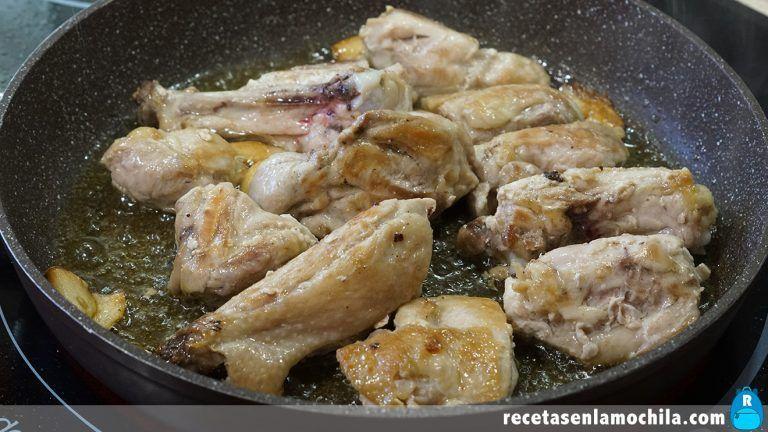 Cómo preparar pollo al ajillo con vino Pedro Ximenez