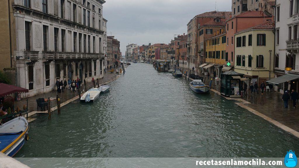 Canal de Venecia inundándose