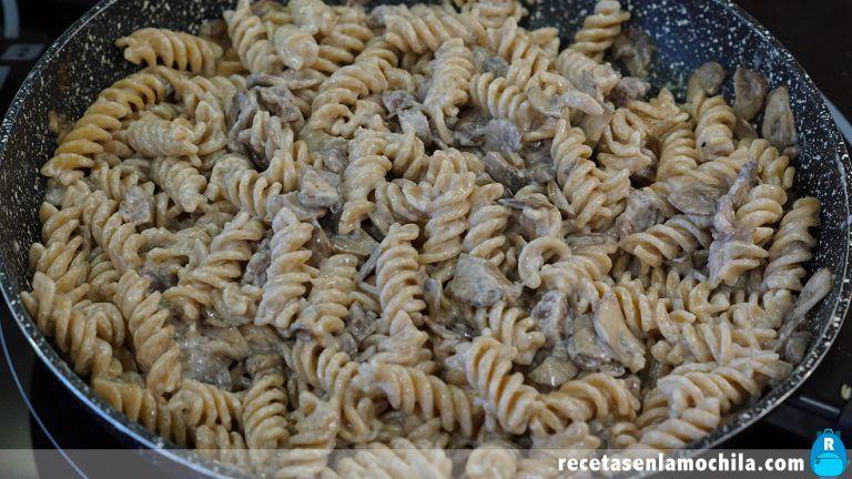 Cómo preparar pasta con salsa boscaiola