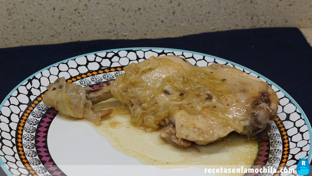 Pollo encebollado