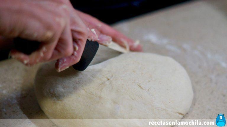 Cómo hacer focaccia con tomillo y aceitunas en Thermomix