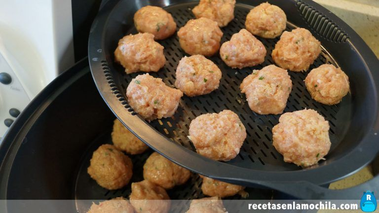 Cómo preparar albóndigas en salsa de almendras con Thermomix