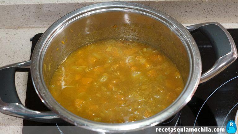 Cómo hacer crema de calabaza al curry con leche de coco