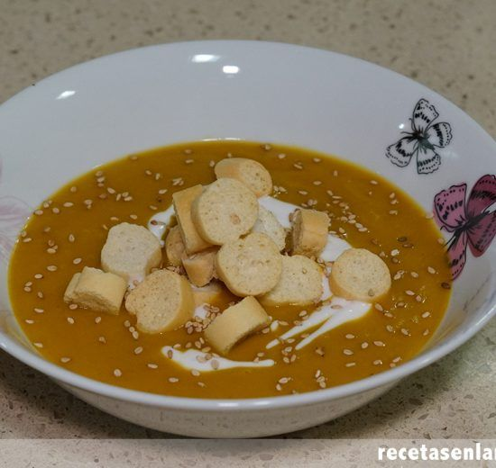 Crema de calabaza al curry con leche de coco