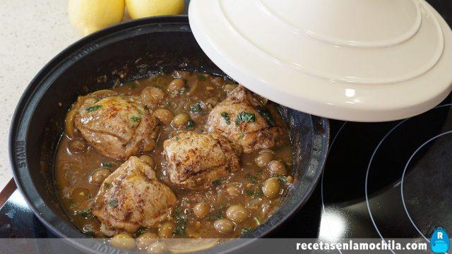 Tajine de pollo con limón y aceitunas